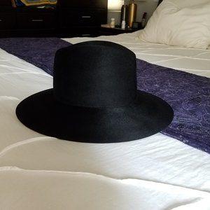 NWT Janessa Leone Trois hat, size Small